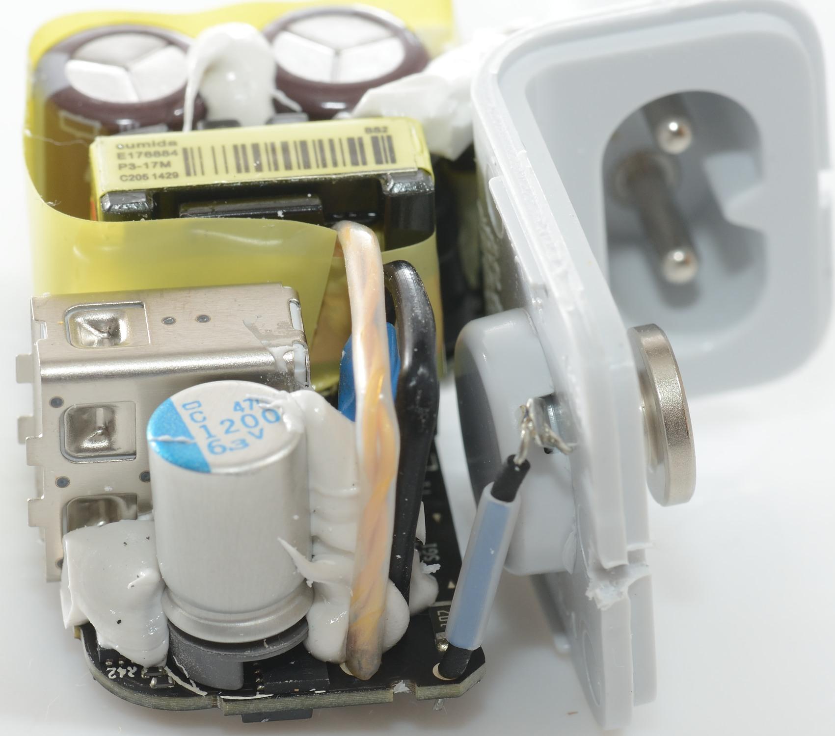 Test of Apple 12W USB power adapter